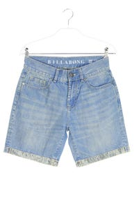 BILLABONG - used look jeans-shorts mit logo-patch - W28